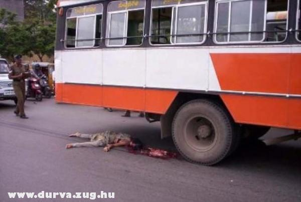 A busz erõsebb volt
