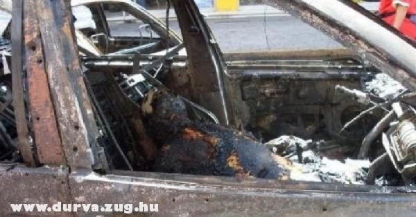 Benn égett a kocsiba