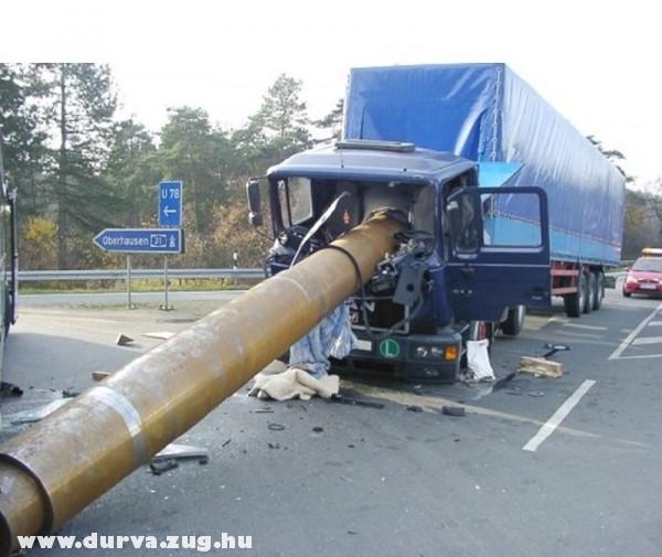 Oszlop a kamion fülkébe
