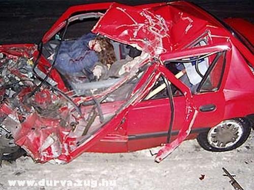 Halottak az autóban