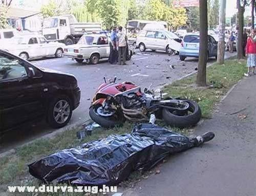 Halálos motorbaleset
