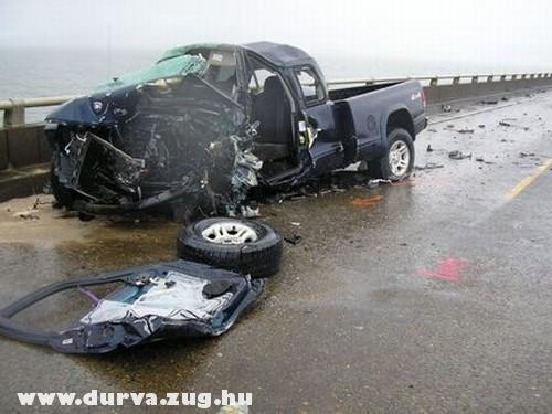 Halálos autóbaleset