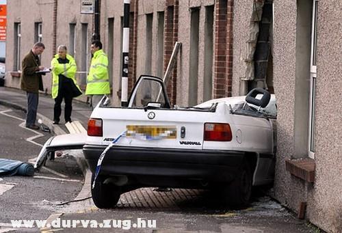 Kettévágott Opel