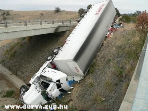 Borult a kamion
